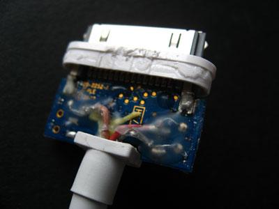 What's Inside: Apple's 2007 AV Cable 5