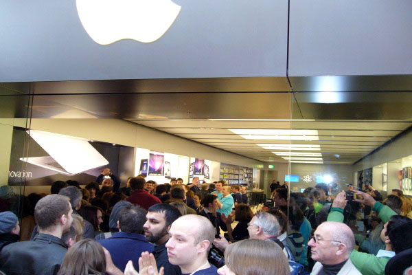 Cambridge Gets an Apple Store, in Grand Style