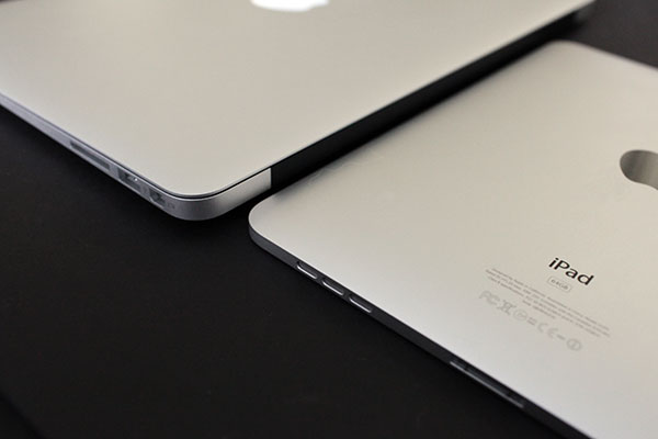 On 2010's MacBook Air: Screen Quality + Can It Finally Replace the Pro?