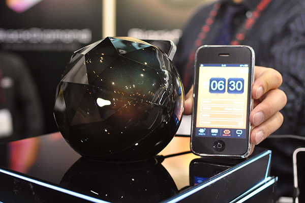 2011 CES: Yantouch's 3D Dock for iPhone, Jelly lamps wow crowds 1