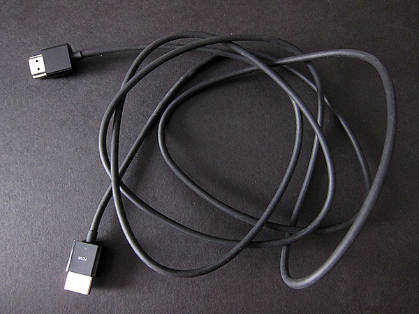 First Look: Apple HDMI to HDMI Cable (1.8 m)