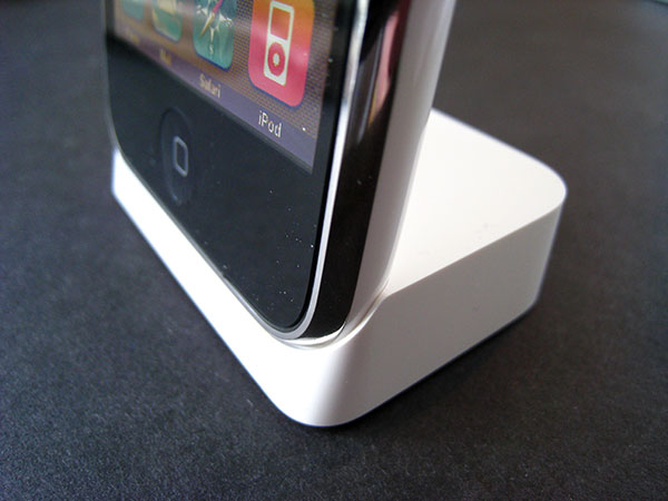 Review: Apple iPhone 3G Dock 6