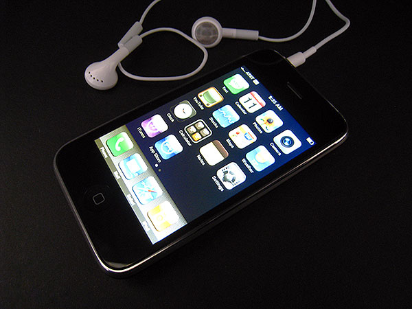Review: Apple iPhone 3G (8GB/16GB) 1