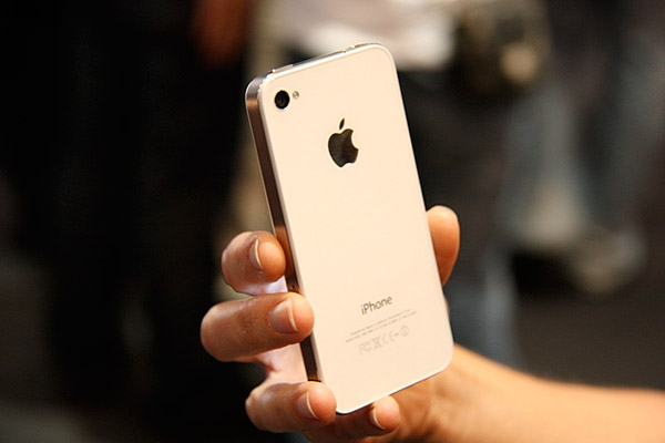 Review: Apple iPhone 4 (16GB/32GB) 11