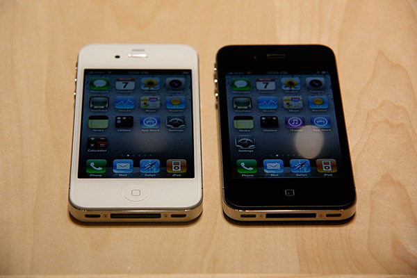 Review: Apple iPhone 4 (16GB/32GB) 10