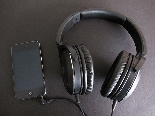 Review: Audio-Technica ATH-CKS77 + ATH-WS70 Solid Bass Headphones