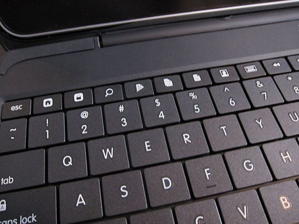 Review: Clamcase LLC Clamcase All-in-One Keyboard/Case/Stand for iPad