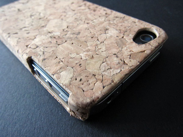 First Look: Dragonfly Cork and Woodie for iPhone 4