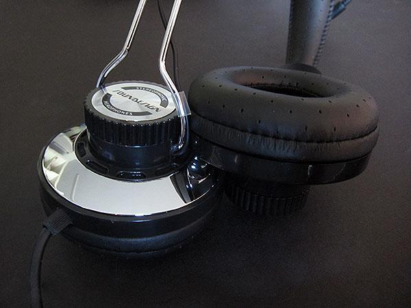 Review: iHome Soundesign SD63 Classic Retro Headphones