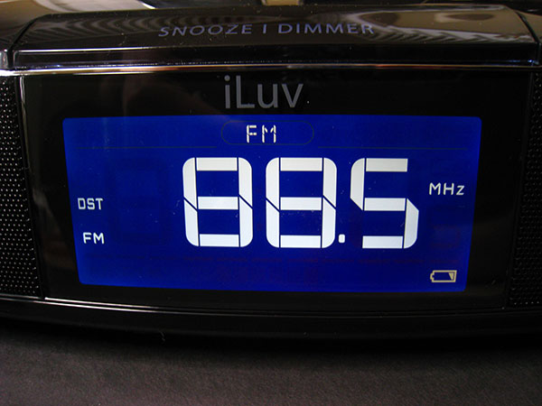 Review: iLuv iMM173 Dual Dock Alarm Clock for iPhone + iPod