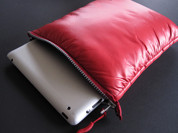 Review: iSkin 3 Degree, Summit + Sling for iPad + iPad 2