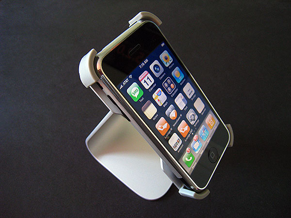 Review: Just Mobile Xtand for iPhone + iPhone 3G