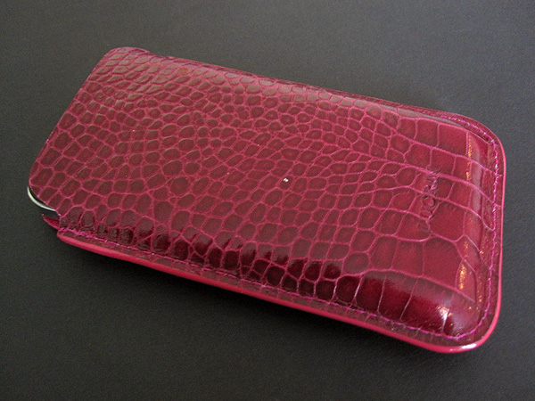 First Look: Lucrin Crocodile Style Leather Case for iPhone 4