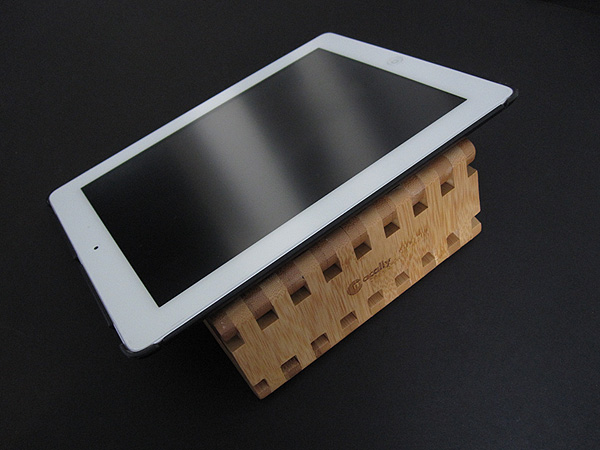 Review: Macally Ecostand 2 Bamboo Viewing Stand for iPad 2