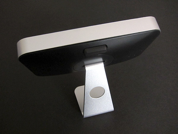 First Look: M.brdz Alumi Stand + Dualstand for iPhone 4