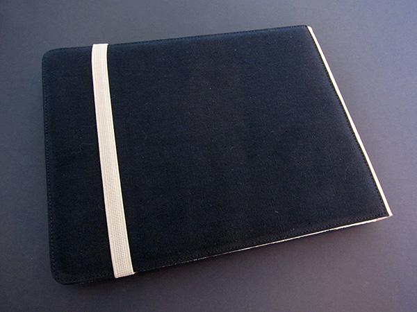 First Look: M-Edge Flip Jacket for iPad 1