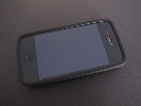First Look: Moshi iPouch + Puro for iPhone 4