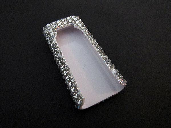 First Look: QDOS Black Ice Crystal Cases for iPod shuffle