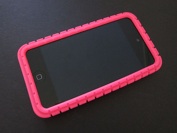 First Look: Speck Fitted + PixelSkin Cases for iPod touch 4G