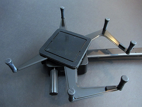 First Look: Luxa2 H7 Dura-Mount Universal Car Mount for iPad + iPad 2