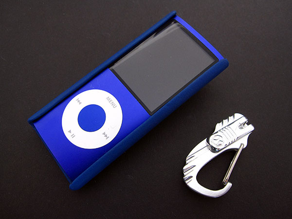 First Look: Vaja iVolution Grip for iPod nano 4G