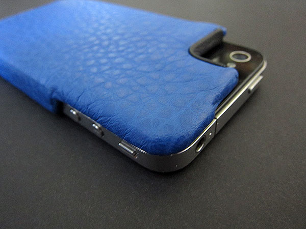 First Look: Vaja iVolution Grip for iPhone 4