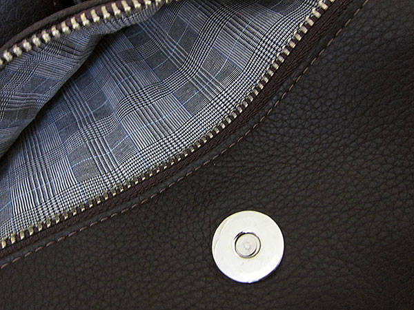 First Look: Vaja Messenger Bag for iPad