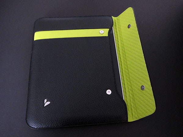 First Look: Vaja Retro Slim Jacket for Apple iPad