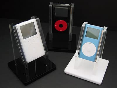 Review: PlasticSmith tux upright Stand for iPod