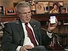 Bush shows off presidential iPod