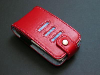 First Look: dasblau The Versa 5G iPod Case