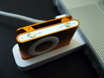 Review: Marware USB Travel Dock for iPod shuffle (2G)