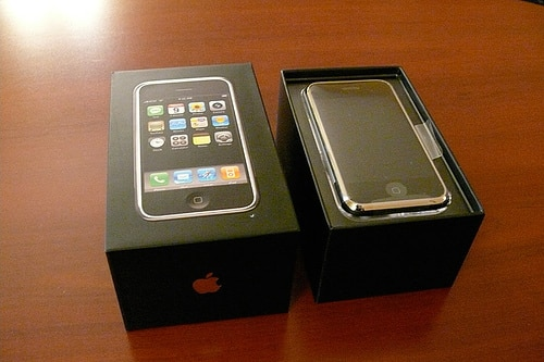 First iPhone unpacking photos, manuals, hands-on posted (updated)