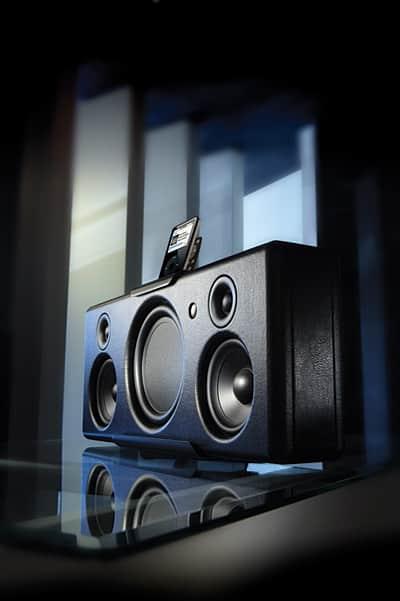 VAF debuts Octavio 1i iPod speaker system
