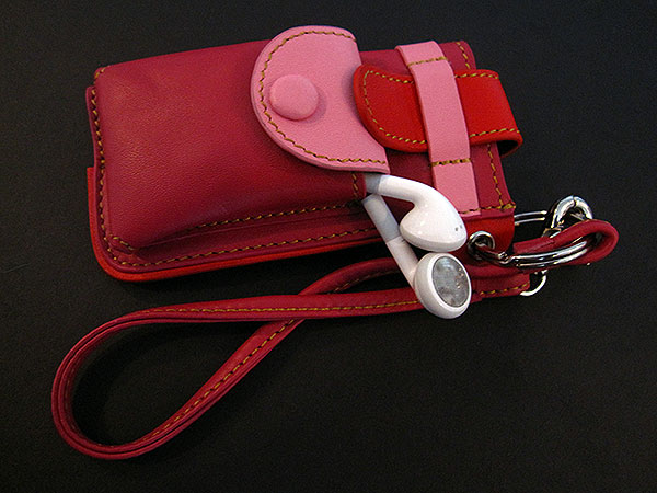 First Look: Shinnorie Ringo Leather Pouch for iPod nano