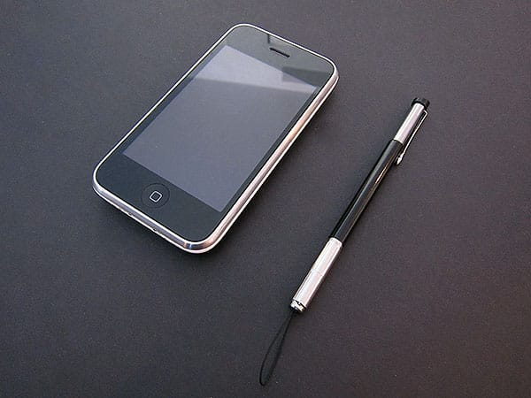 First Look: Pyramid Distribution iClooly Multi-Touch Pen for iPhone + iPod touch
