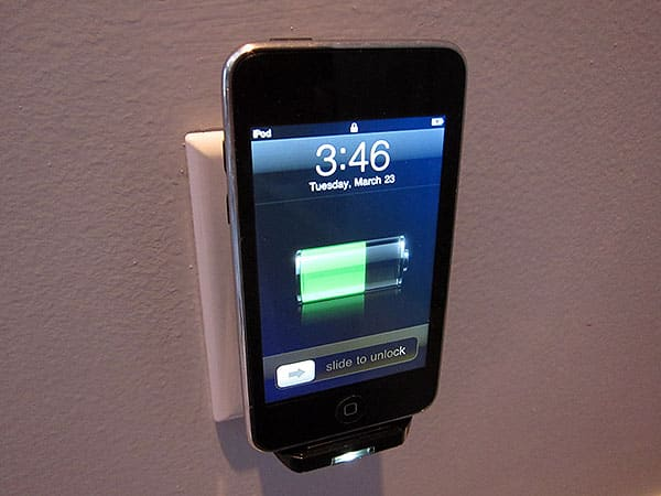 Preview: Scosche reviveLite II Docking Home/Travel Charger for iPod & iPhone