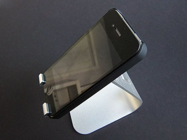 Review: Elago Design M2 Stand for iPhone + P2 Stand for iPad