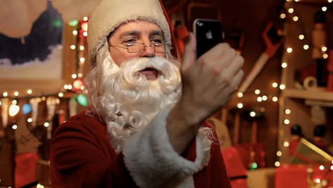 Apple airs holiday iPhone 4 commercial