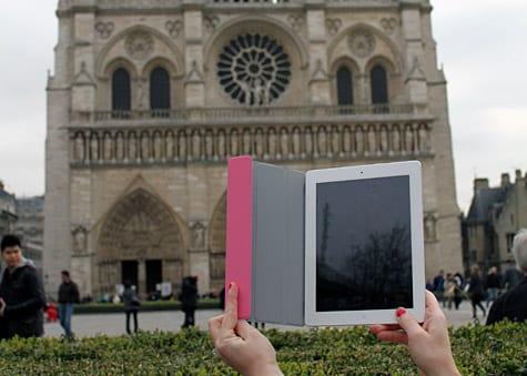 Photo of the Week: iPad 2 in Paris