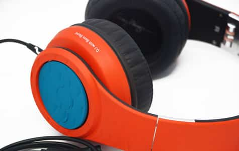 Fanny Wang offers custom-coloring for headphones