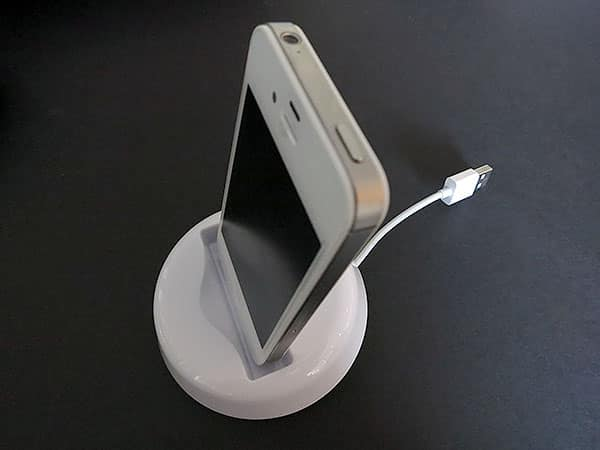 First Look: Cavodock Cable Dock for iPhone 3GS/4