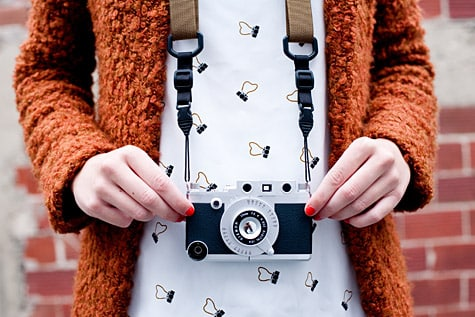 Photojojo offers iPhone Rangefinder camera case