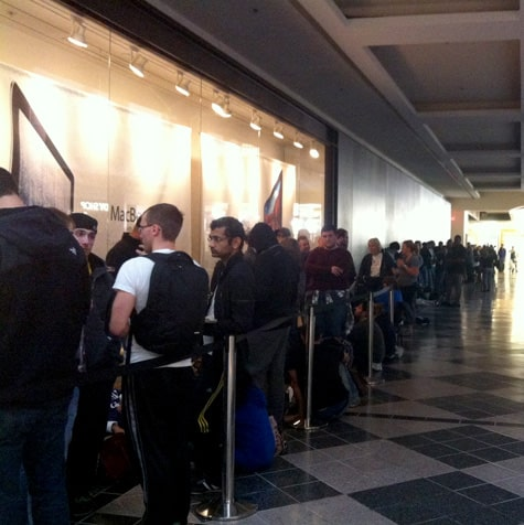 iPhone 5 debuts to typical lines, limited stock