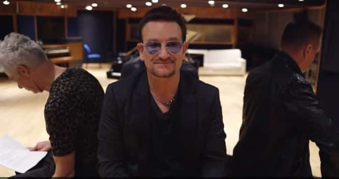U2's Bono apologizes for automatic iTunes album download