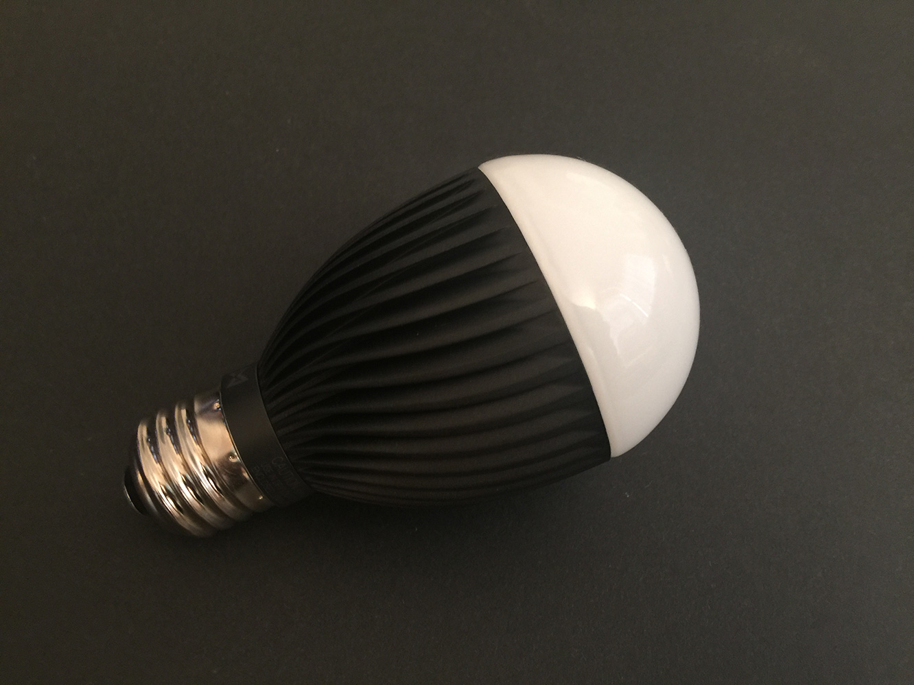 Review: Misfit Bolt Wirelessly Connected Smart Bulb