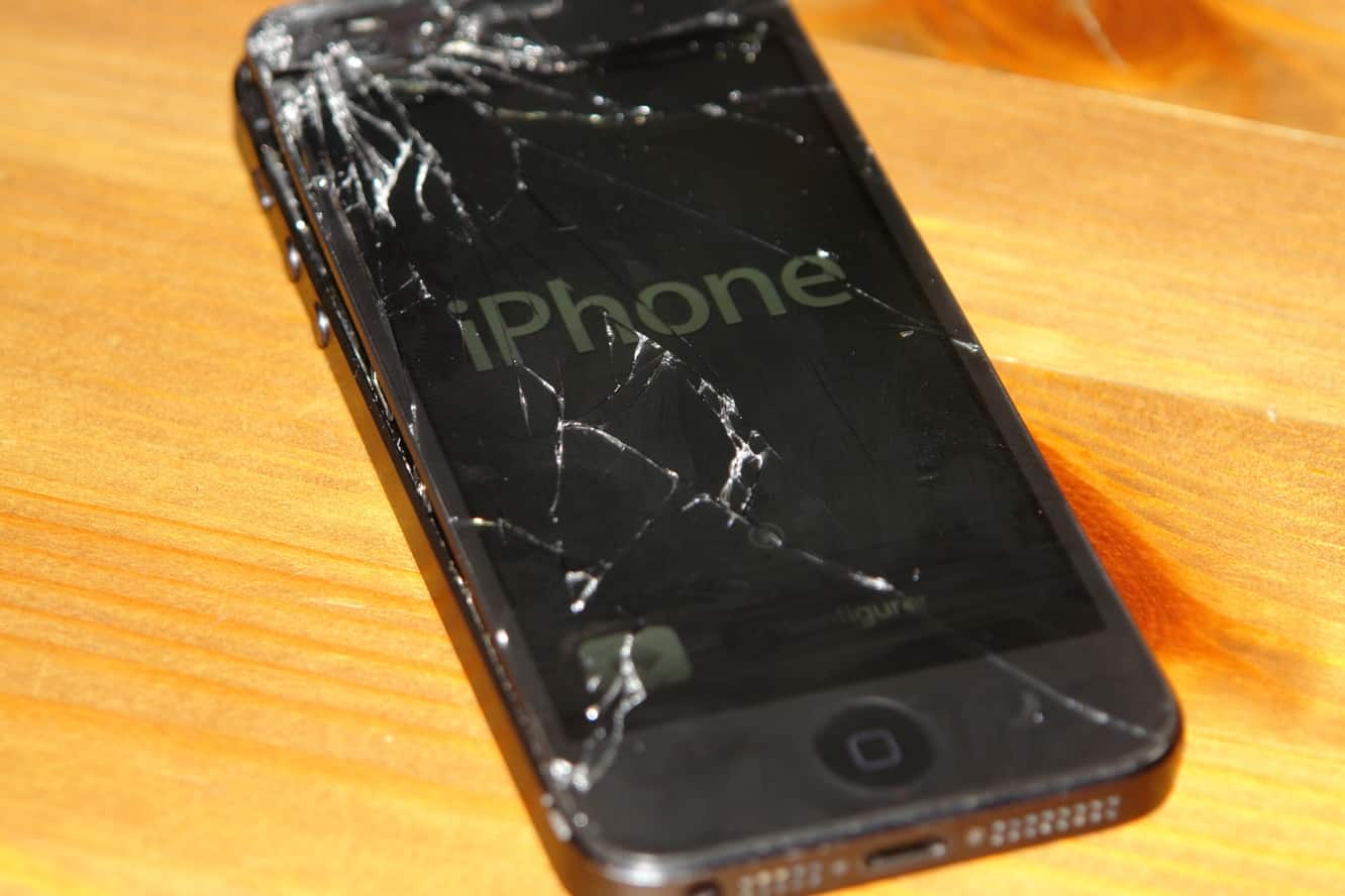 Apple to begin taking broken iPhones for trade-in, offer in-store screen protector installation