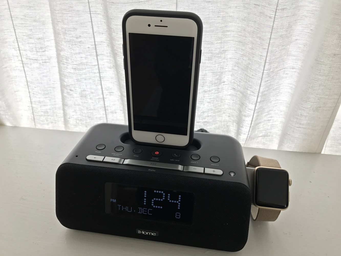 Review: iHome iPLWBT5 Docking Clock Radio for iPhone and Apple Watch