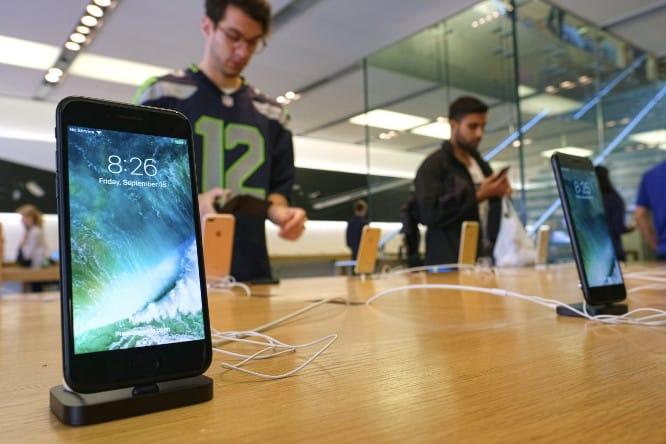 Apple designing iPhones, iPads that ditch Qualcomm modem chips