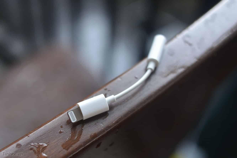 Report: 2018 iPhones may exclude headphone adapter